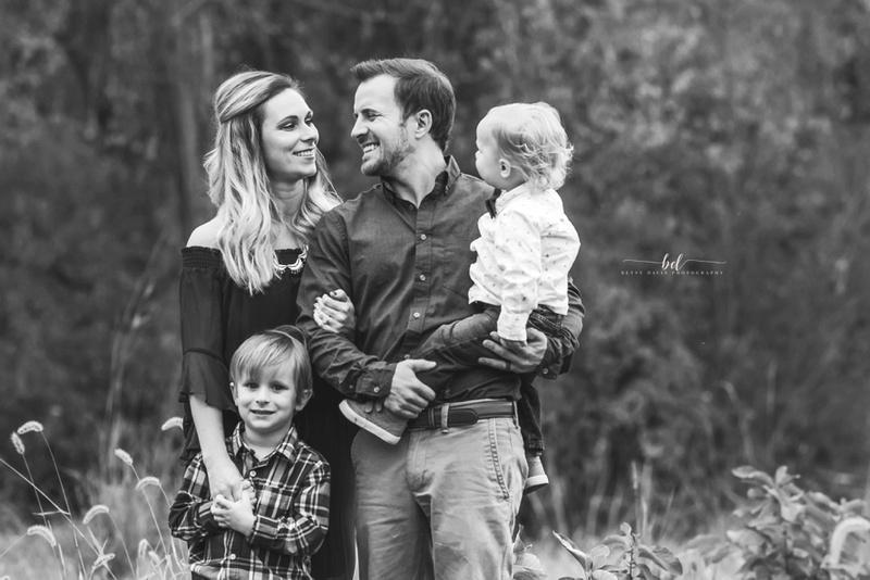 outdoor family photo session St. Joseph MO